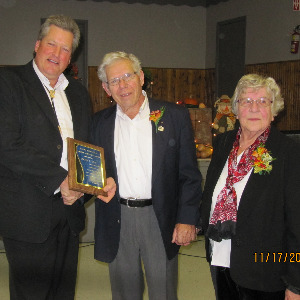 Peter Buis receiving award